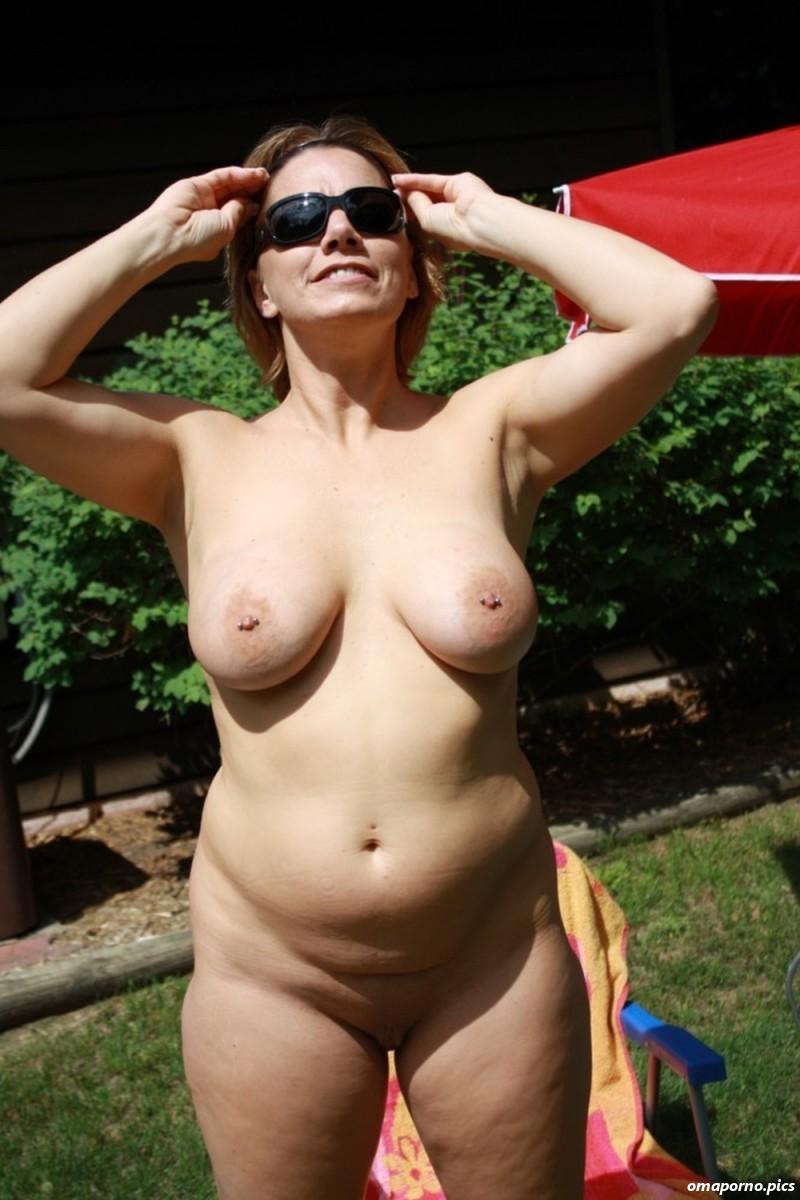Nackte Frauen Im Garten
