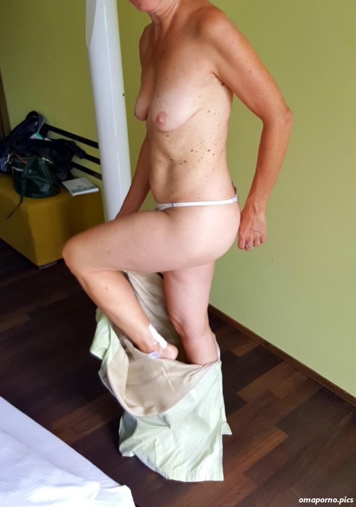 Ausziehen nackte frauen Nackt Ausziehen