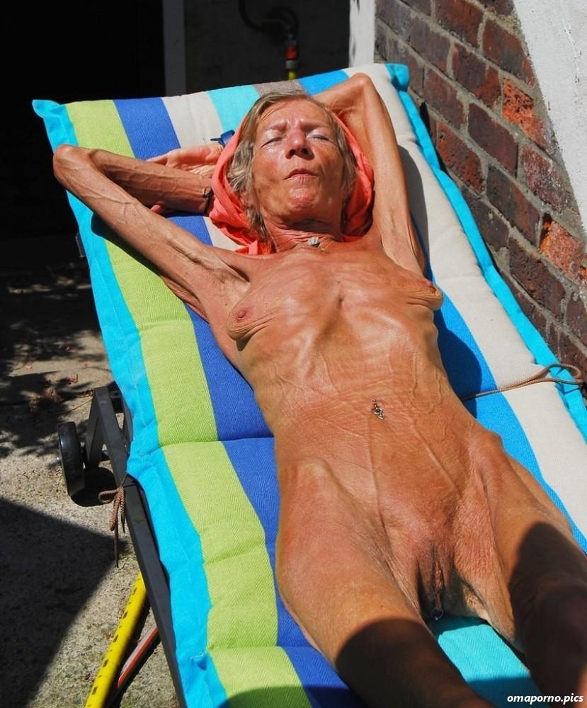 Nackt sehr schlanke oma Schlanke Oma