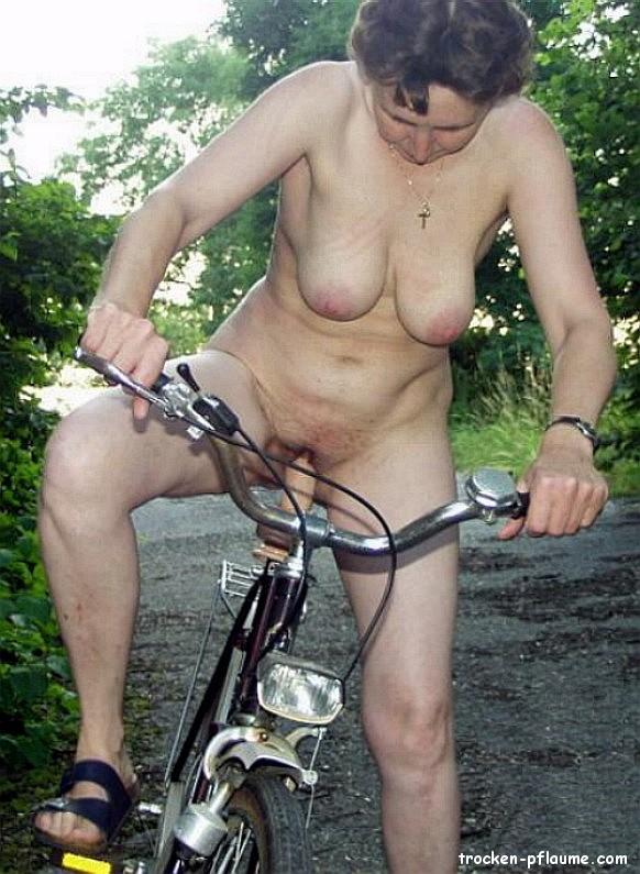Frauen outdoor reife nackt Omas Outdoor