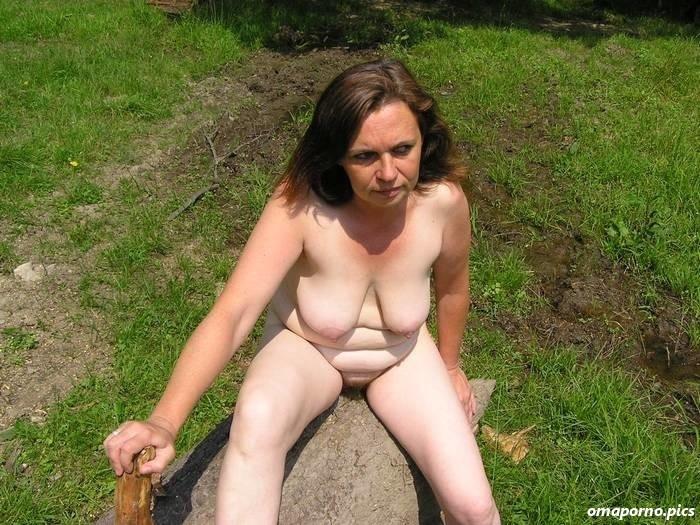 Nackt reife hausfrauen Hausfrau