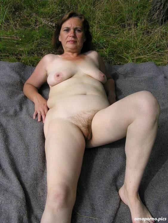 See reife frauen nackt am Omas Nackt