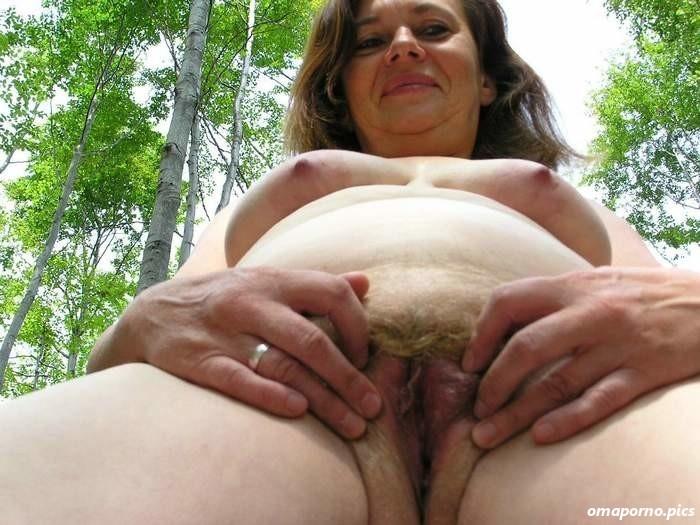 Im wald frauen nackt reife Frauen Nackt