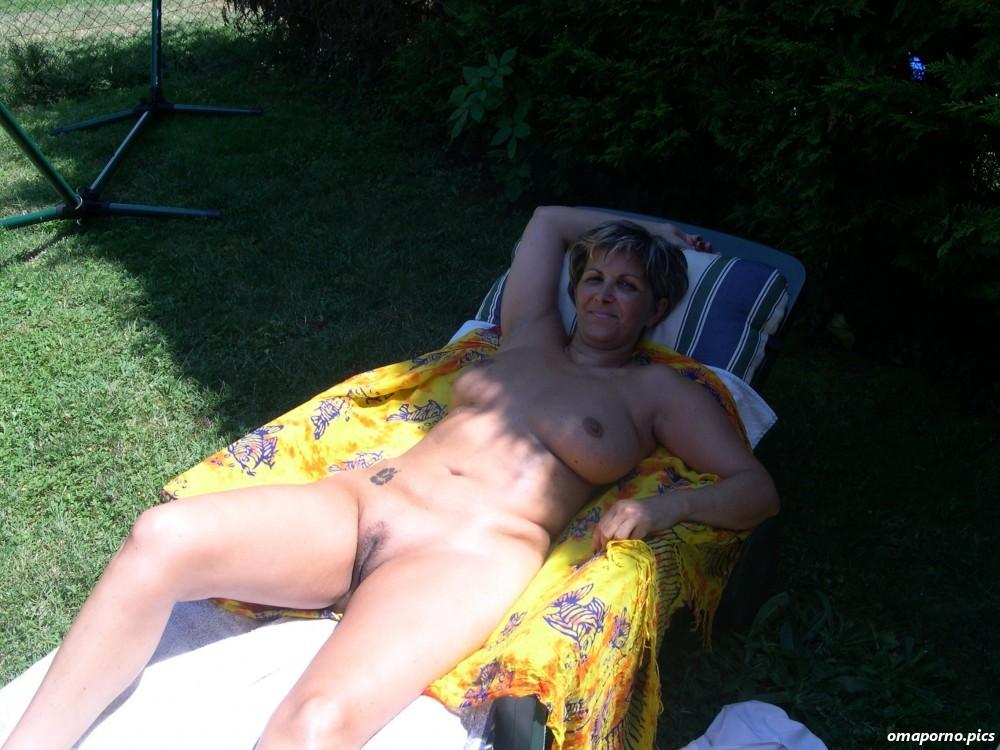 Nackt sonnen frauen FKK Bilder