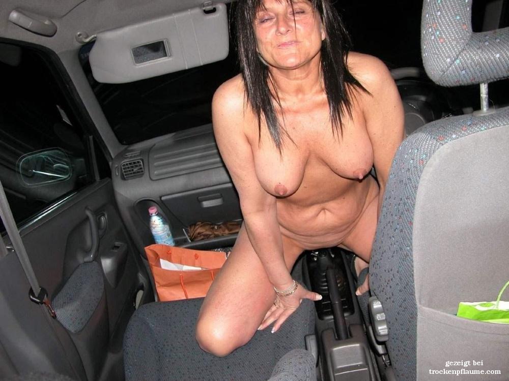 Nackt auto frau mit Nackte Frau