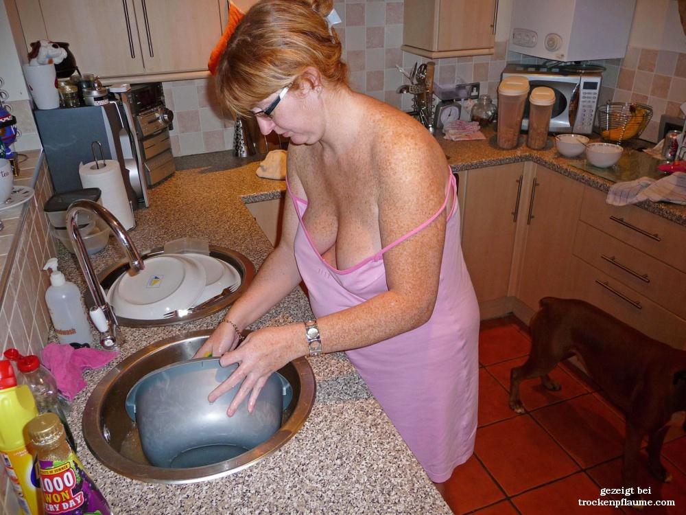 Frau nackt hausarbeit