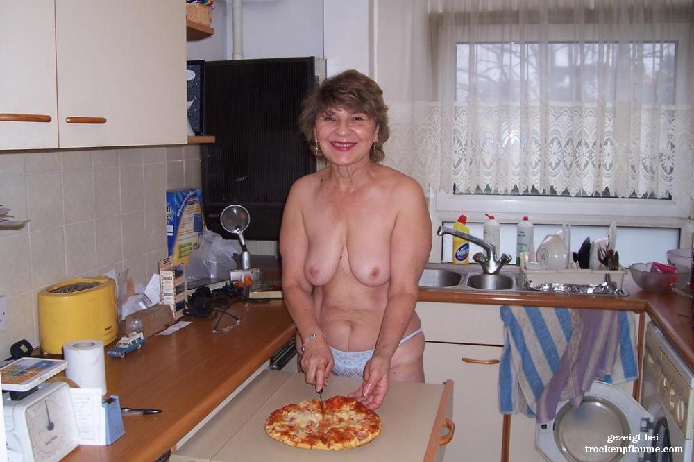 Nackte Frauen Bei Der Hausarbeit