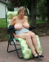 Garten oma nackt im Oma Im