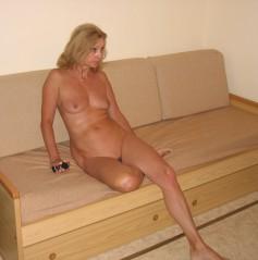 Reife frauen nackt mit kleinen titten