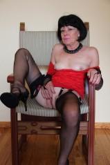 Frauen in nylons nackt reife German: 62,319