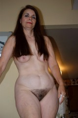 Haarige oma nackt